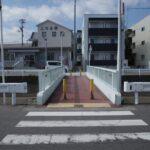不動産屋と橋。どの橋を渡りますか?
